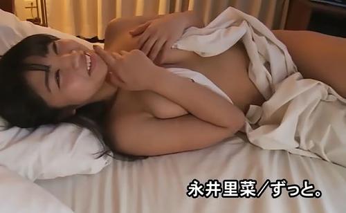 ミスFLASHグラドル永井里菜、完全に事後なベットで裸でくつろぐ姿がエロいww