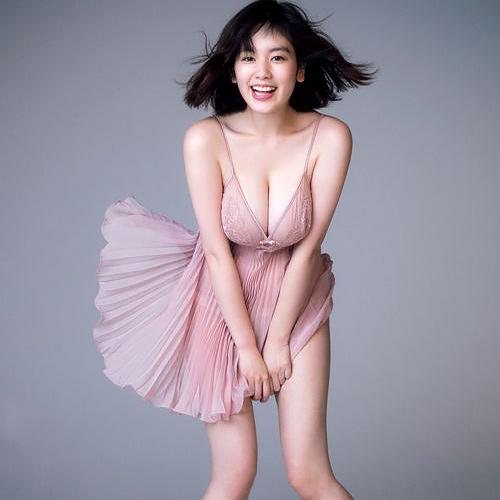 爆乳モデル筧美和子(23)偶然撮れたパンティ透けてるマリリンモンロー風の写真がエロいww
