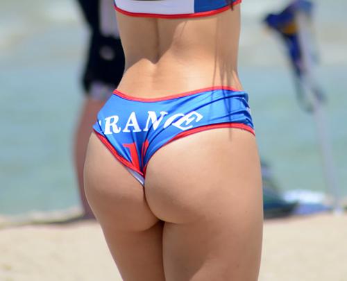 【プリケツ】外人ビーチバレー選手のエロ尻、これもう会場でオナニー不可避だろwwwwwww(画像30枚)