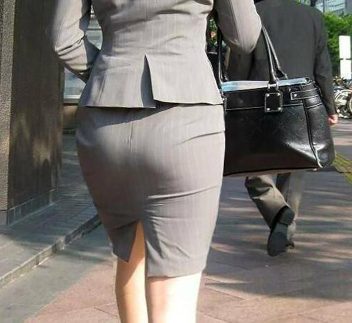 【OL着衣尻】働く素人お姉さんのスーツに張り付くお尻 画像57枚