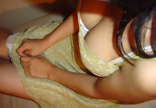 【3次元】胸の谷間がエ□過ぎる巨乳のお姉さんのエ□画像まとめ!(50枚)