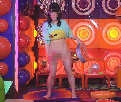 【※必見※】最強の地下アイドル「仮面女子」のメンバーがアキラ100%の裸芸に挑戦した結果→完全に見えててワロタwwwwww