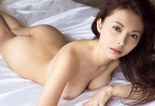 濱松恵ヌード画像147枚!初ヌード写真集でお●ぱい丸出し!元カレ売りまくる売名女優!