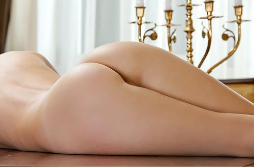 【美尻エ□画像】一糸まとわず綺麗に上がったヒップライン…これが真のインスタ映えするベルフィー尻ww