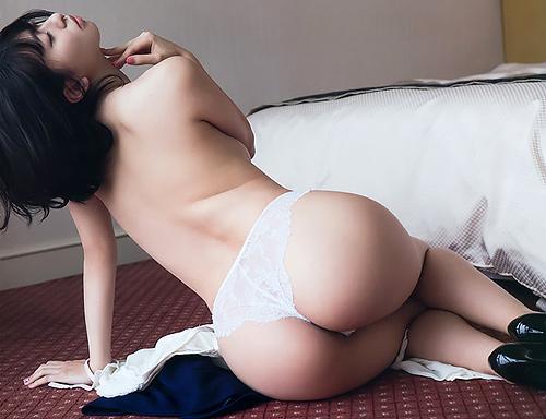 【尻職人・倉持由香】休みの前日が一番楽しい、みたいな感じ?全裸まで、あと一歩…なギリギリ露出www