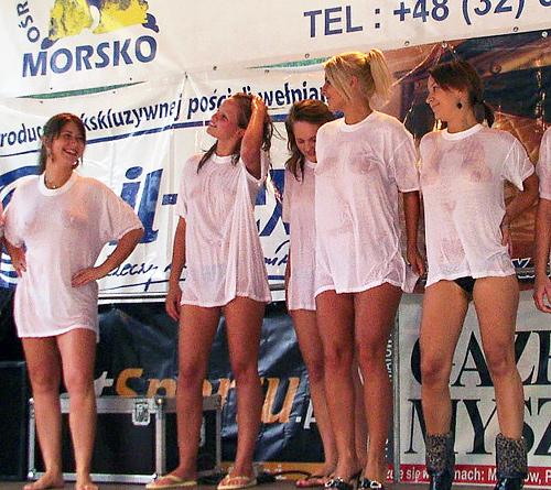 「濡れTシャツコンテスト」と言う名の「お●ぱい祭り」をご覧くださいwwwwww(画像29枚)