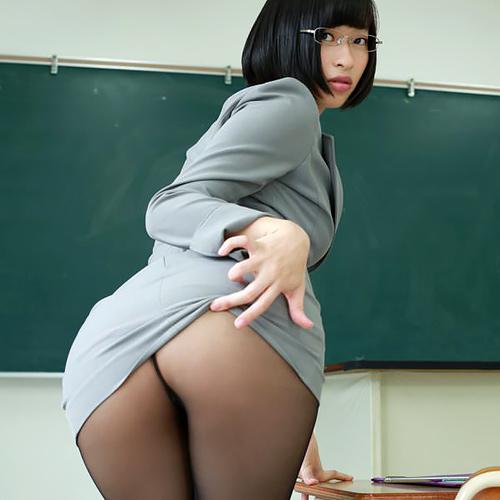 倉持由香(26)の浜ちゃんが我慢できずに触ったデカ尻が抜けるww【エ□画像】