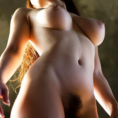 巨乳を楽しむベストアングル、下からおっぱい!!マン毛も一緒に楽しめて最高やんけwwww