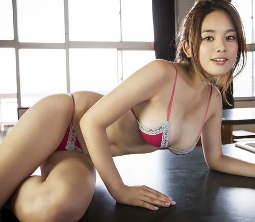 筧美和子 史上最高の天然爆乳おっぱいに豊満ムチムチボディに釘付け