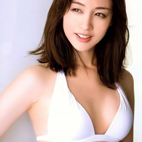 可愛いフリーの女子アナ、新井恵理那のオッパイがたまらん水着画像www