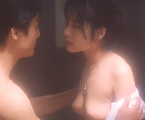 清純派アイドル女優だった富田靖子がイメチェンを図るため披露した大胆な濡れ場!おっぱいもお尻も丸出ししてたんだ…