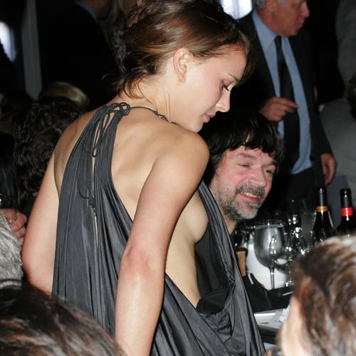 お宝提供に熱心なナタリー・ポートマンさん、今度は乳首見えそうな横乳wwお尻ヌードシーンのGIFもありwww