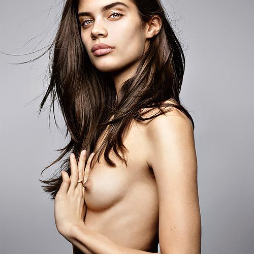 ファッションモデルのサラ・サンパイオのヌードグラビアwww