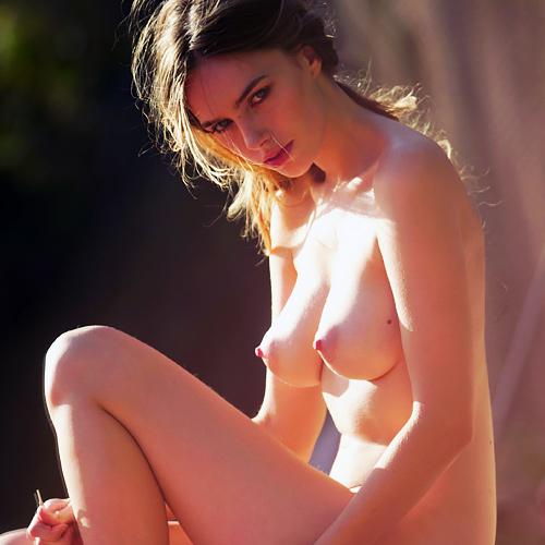 乳首がちょっとエロいファッションモデル、Anthea Page のヌード画像www