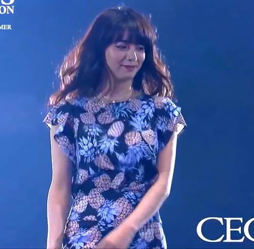 ファッションショーでウォーキングしてる池田エライザのオッパイの揺れがエロいGIF動画www