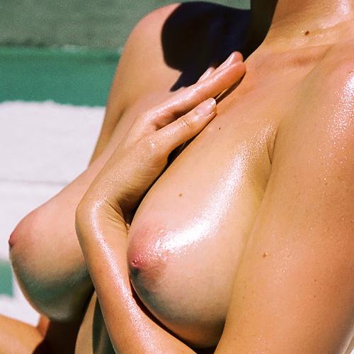 オーストラリア出身のモデル、サラ・ステファンズのヌードグラビアwww