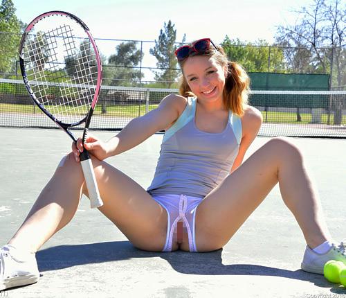 まんこ出しテニスに裸ローラースケートwwロシアン美10代小娘はスポーツとオ○ニーでいい汗流すwwww # 外人えろ写真