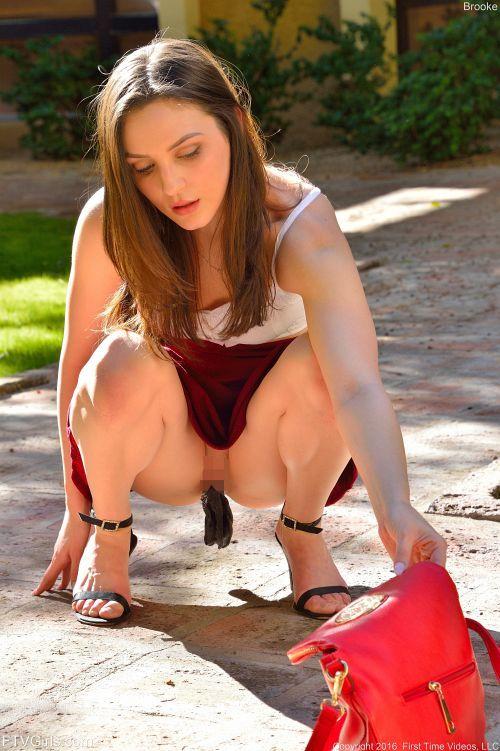 Brooke - MINISKIRT HOTTIE