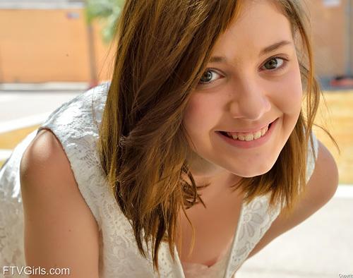 とってもキレイでちょっとえろいww 物凄いカワイい美10代小娘が楽しむスタイリッシュな外露出wwwwww # 外人えろ写真