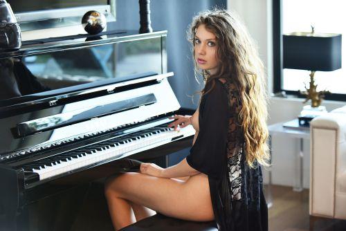 Elena Koshka - PIANO CONCIERTO 01