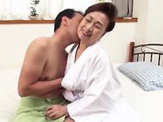 高齢人妻熟女動画 あっふ〜ん :まだ濡れる!むっちりとした七十路の高齢熟女をハメる! 高畑ゆり