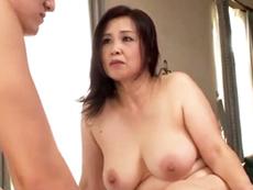 ダイスキ!人妻熟女動画 :介護士とセックスをしたいがためにケガが治っているのを隠していた五十路母 暮町ゆうこ