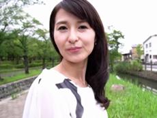 ダイスキ!人妻熟女動画 :スレンダーでキレイな四十路妻が初撮りAVで中出しセックスに燃える! 北川礼子