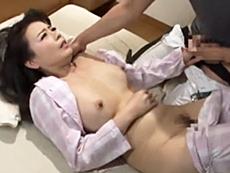 ダイスキ!人妻熟女動画 :四十路のお義母さんを嫁が寝てる横で抱き、中出ししてしまう娘婿! 三浦恵理子