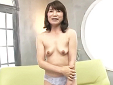 ダイスキ!人妻熟女動画 :童顔でうぶな五十路熟女妻が初撮りAV出演!濡れやすいマ○コから愛液が溢れ出る