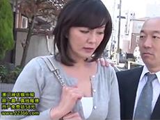 熟女ストレート :通勤バスの中で身体を触る男。ナンパされてハメ撮りまでされる四十路熟女。 円城ひとみ