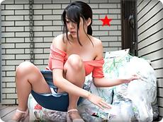 無料AVちゃんねる :【無修正・仲間あずみ】【中出し】ゴミ出しに巨乳ノーブラでパンチラ危険奥さん