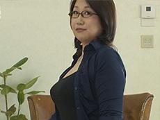 熟女ストレート :五十路の巨乳熟女。ぽっちゃりボディを揺らしながら若い青年とセックス! 池内しょう子