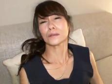 ダイスキ!人妻熟女動画 :清楚で真面目な54歳のスレンダー妻がAV男優さんを前にエロく変貌していく! 麻生まり