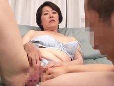 ダイスキ!人妻熟女動画 :童貞息子のチ○ポを咥え込み、マ○コを見せつけ女の体を教えてあげる巨乳五十路母!