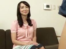 キレイな人妻熟女動画 :お手伝いで来てくれている四十路のキレイな家政婦をハメたったw 香澄麗子