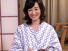 ダイスキ!人妻熟女動画 :家族旅行先で五十路のお義母さんの熟れたカラダに魅せられた娘婿が…! 笹川蓉子