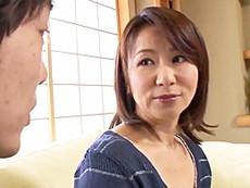 ダイスキ!人妻熟女動画 :父親がいない時を狙って五十路母を抱きまくって中出ししちゃうマザコン息子 牧原れい子