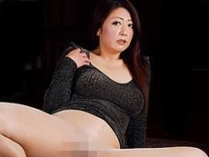 ダイスキ!人妻熟女動画 :パイパンの四十路メイドがパンスト着衣のまま肉棒突っ込まれてヨガりまくる! 紫彩乃