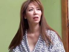 キレイな人妻熟女動画 :温泉で、旅館で、巨乳で色っぽい四十路の嫁の母を寝取る娘婿 翔田千里
