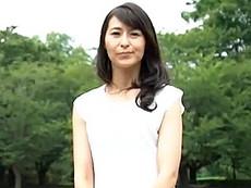 ダイスキ!人妻熟女動画 :細身の四十路熟女妻が手マンで潮吹いて一生懸命腰を振って喘ぎまくる 北川礼子