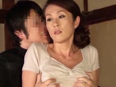 高齢人妻熟女動画 あっふ〜ん :息子の同僚に欲求不満を見透かされベロキスSEXで寝取られる巨乳の四十路母