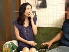 ダイスキ!人妻熟女動画 :ナンパしたスレンダーで綺麗な奥様を自宅に連れ込んで浮気SEX●撮しちゃうw