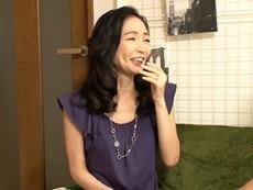 キレイな人妻熟女動画 :スレンダーで明るく美しい奥さんを自宅のヤリ部屋でハメるイケメン竿師!