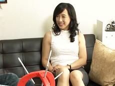 ダイスキ!人妻熟女動画 :ナンパして自宅に連れ込んだ五十路の完熟おばさんをゲームで和ませた後パコる!