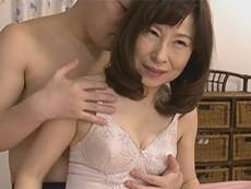 熟女ストレート :秋田富由美 奇跡の美肌を持つ六十路のスレンダー美熟女が初撮りSEX!