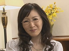 熟女ストレート :大橋ひとみ 恩師の息子を誘惑するメガネを掛けた四十路の巨乳人妻!