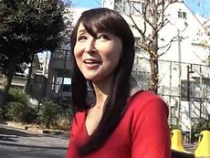 ダイスキ!人妻熟女動画 :エッチな色香ムンムン!お料理教室のおばさん講師がイケメン君とノリノリSEX! 香澄麗子