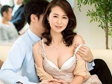 ダイスキ!人妻熟女動画 :【NTR】妻が内装業者に寝取られているのを覗きながら興奮してオナニーする夫 北川礼子