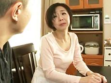 ダイスキ!人妻熟女動画 :四十路の継母の眠る寝室に夜這いしてハメ倒す義理の息子! 桐嶋永久子