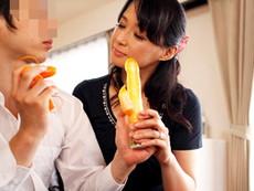 高齢人妻熟女動画 あっふ〜ん :息子の友人に淫語で迫る五十路の美人母!ヒクヒクと痙攣イキ! 安野由美